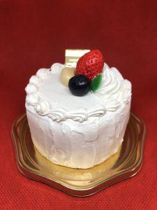 粘土で作ったミニサイズのショートケーキ