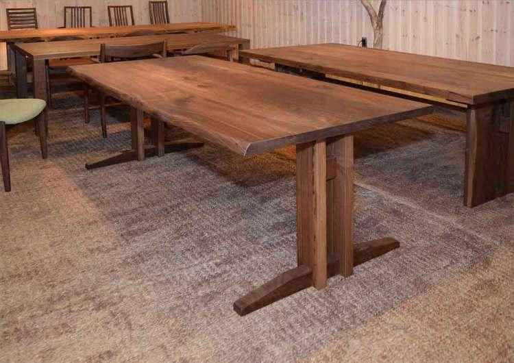 ウォールナット材ダイニングテーブル