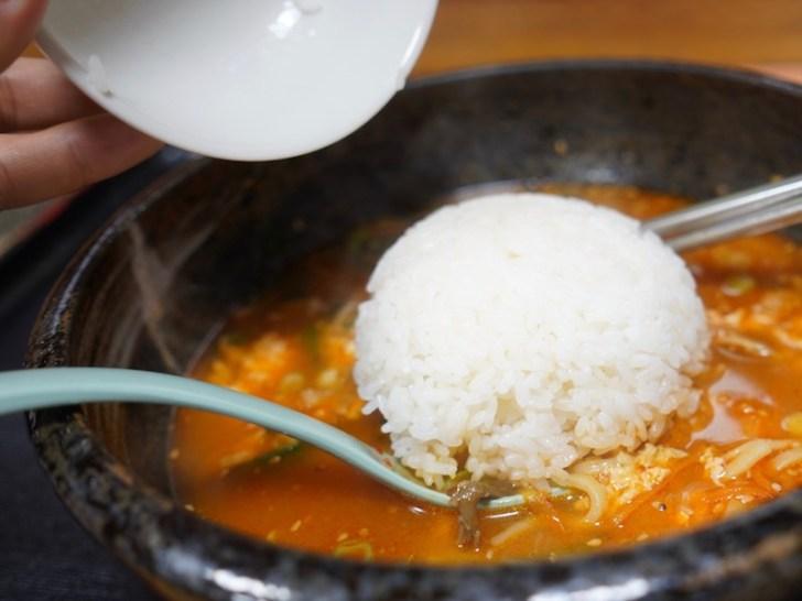 【びびん亭】白いご飯をスープに入れたところ