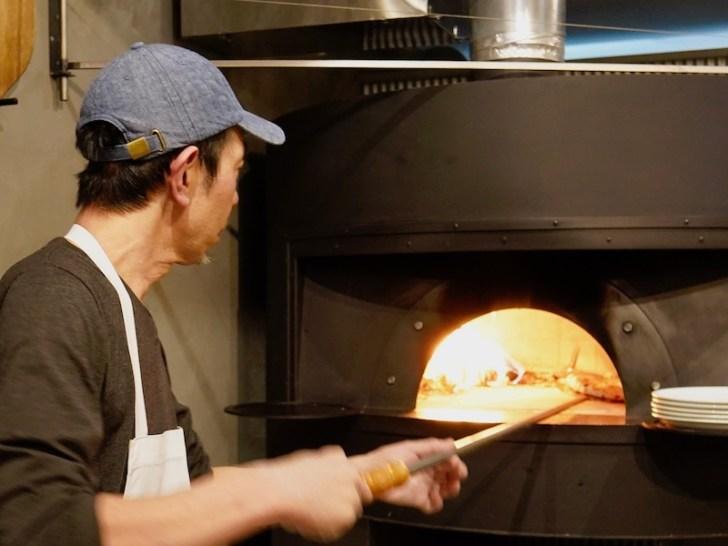 【400℃】店主がピザを焼くところ