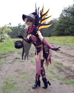 [コスプレ,Overwatch] 魔女のコスプレをするマーシーさんのコスプレ画像 (2)