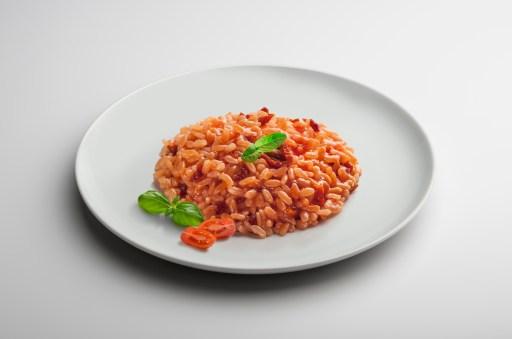 Receta de risotto de tomate y albahaca al estilo italiano
