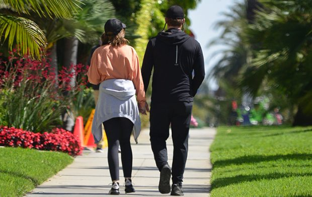 Chris Pratt and Katherine Schwarzenegger skipped quarantine in California and go out for a walk in which they have been able to see very much together and in love / GTRES