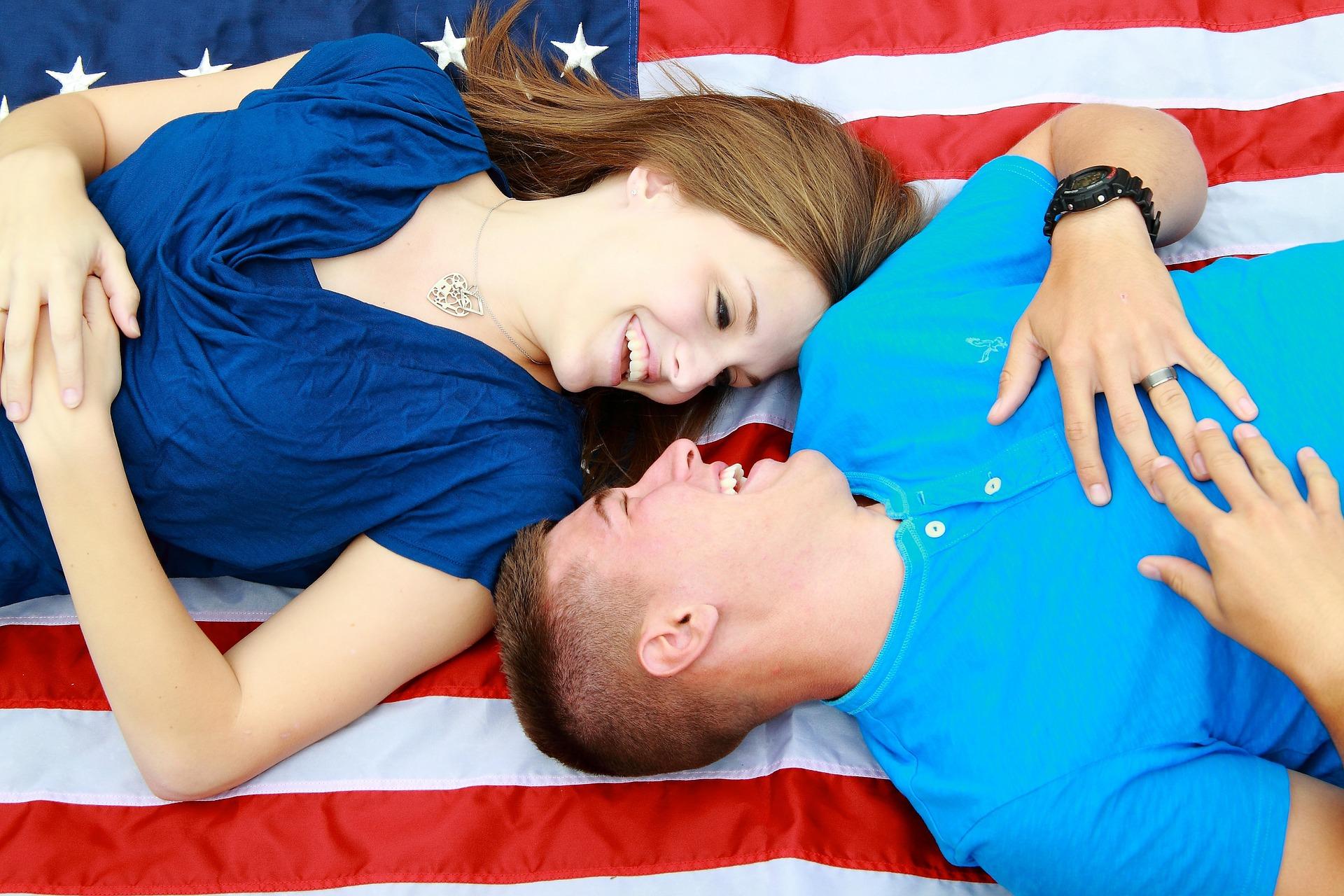 ucz sie angielskiego przez mówienie, para na fladze ameryki