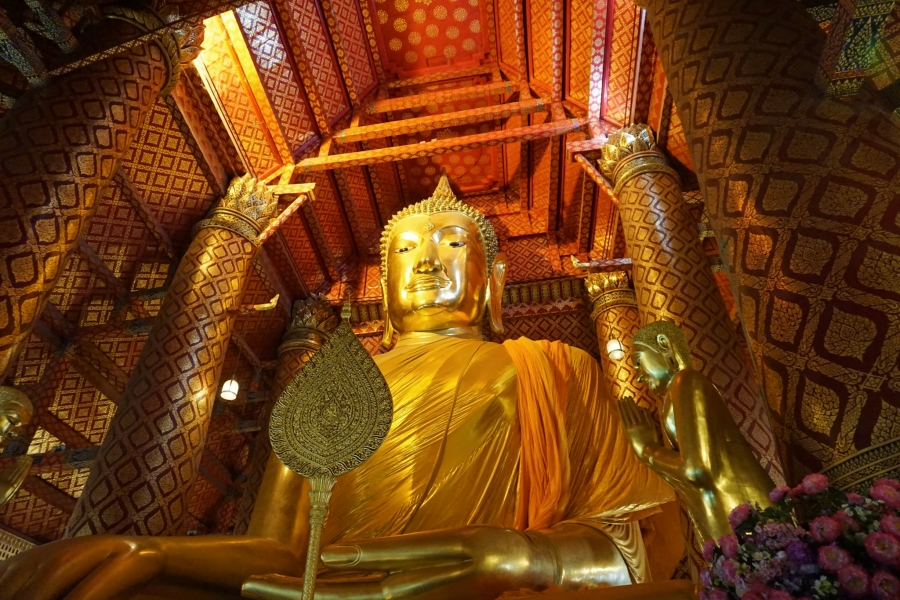 Wat Phanan Choeng with the golden Buddha, a pilgrimage site in Thailand.