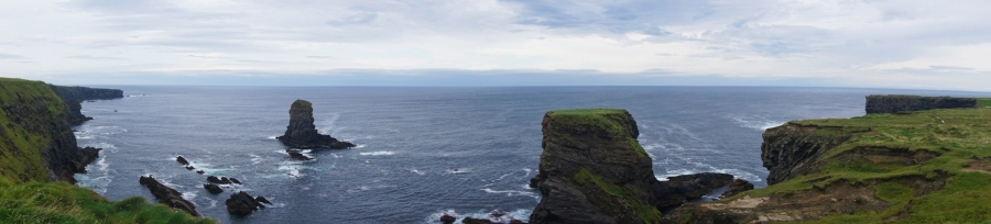 A panoramic view of the Kilkee Cliffs on Loop Head drive, a great roadtrip on the Wild Atlantic Way.