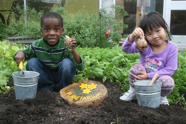 kids-in-garden