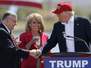 Trump Rally in Arizona with Sheriff Joe Arapio - Trouble with Leftist Group