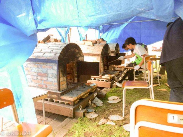 マルシェピザの石窯。3基ありました。本格的で、移動できるようになっております。農学部の持ち物なのかしら。