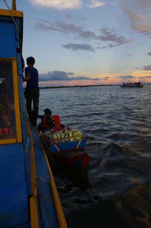Tonle Sap - pływający sklep