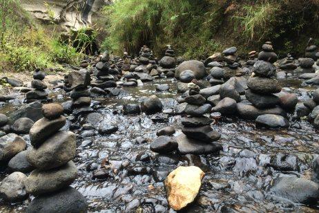Sagada, kamienne rzeki u wejścia do podziemnej rzeki