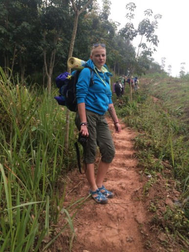poranek był dość chłodny, treking w Laosie