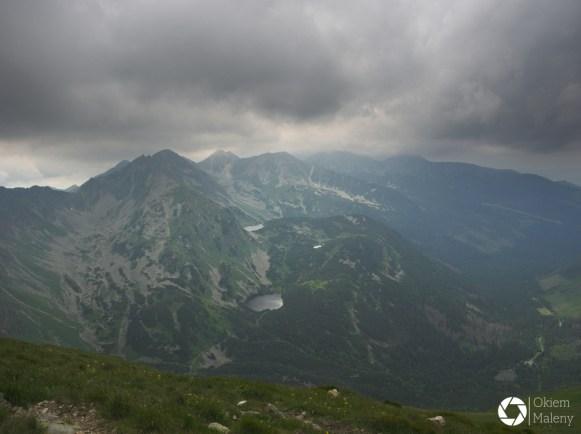 Widok na Słowacką część Tatr Zachodnich w drodze na Wołowiec