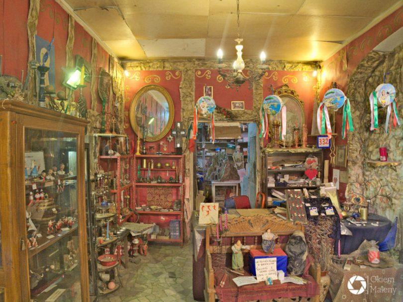Magiczny sklepik z pamiątkami przy Via Tribunali