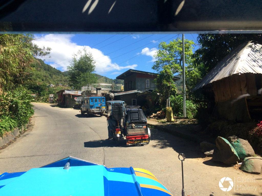 widok z dżipneja w drodze do Sagady