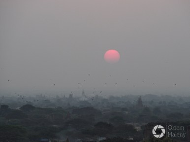 wschód słońca ze Shwesandaw Paya