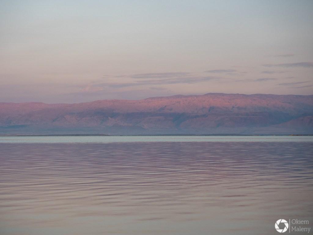 Barwy Morza Martwego o zachodzie słońca
