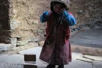 Na Pangsang Pass dzieci gospodarzy biegają boso a my marzniemy od samego patrzenia.