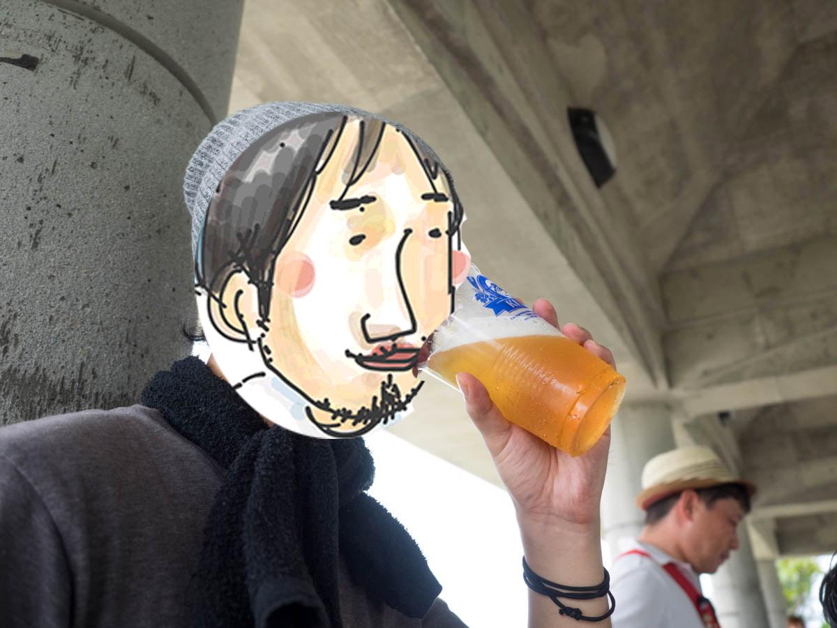 ビールを飲むみなみのひげ