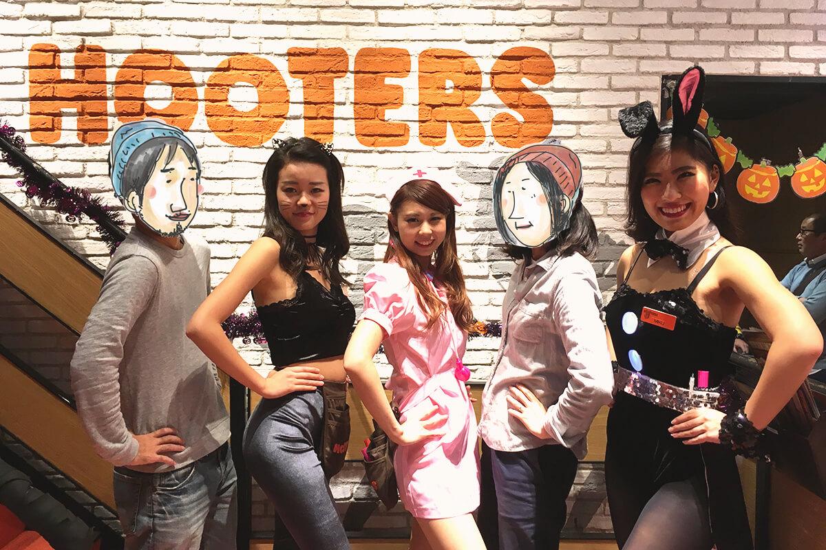 HOOTERS GIRLと記念撮影