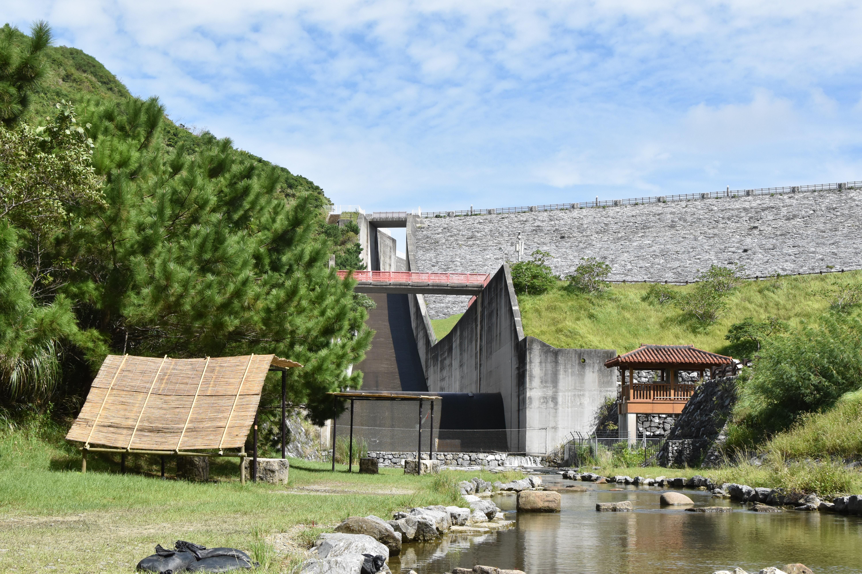沖縄で海が苦手な子供は、あえてのダムで水遊びがおすすめ