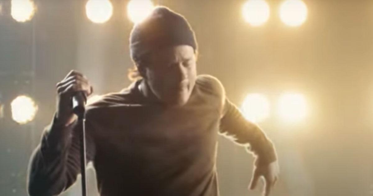 """Angels & Airwaves quer resgatar """"autenticidade emocional"""" com novo single"""