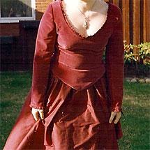 Balklänning gjord av farmors sammetsgardiner
