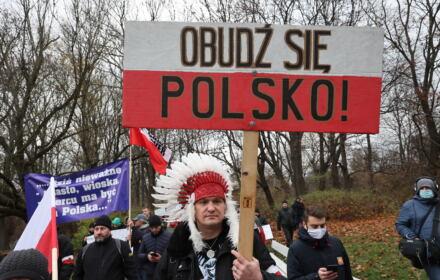 Są przekonani, że walczą przeciw niewolnictwu i segregacji. Antyszczepionkowcy w Polsce