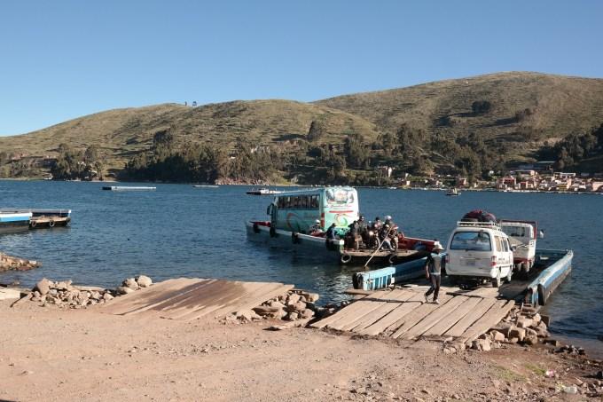 Prelazak busom preko jezera Titicaca