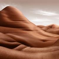 Krajobraz ludzkich ciał - fotografia Carla Warnera