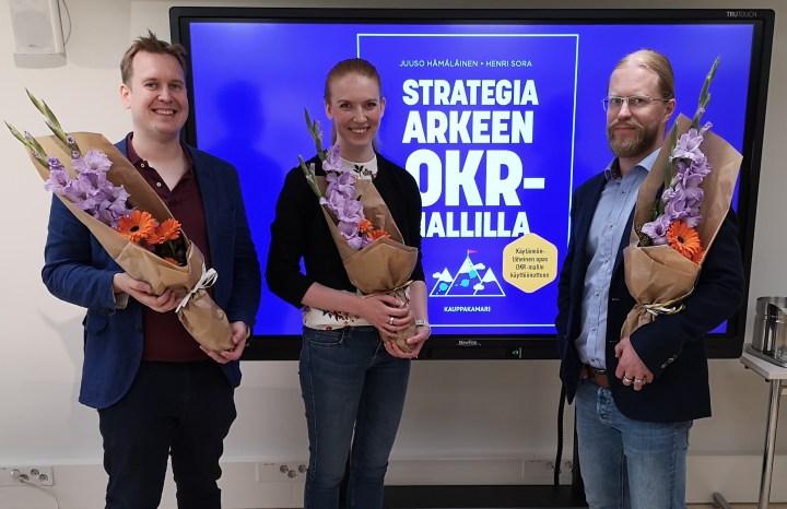 Strategia arkeen OKR-mallilla -kirjan kirjoitustiimi: Juuso Hämälälinen, Henri Sora ja Elisa Heikura