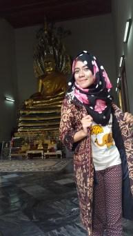 di depan Happy Buddha