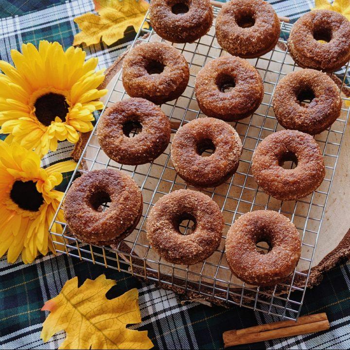 Gesuikerde pompoen donuts