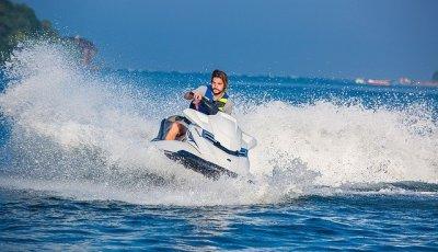 Come guidare una moto d'acqua