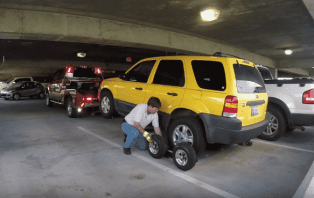 Parking garage towing at Will Rogers Airport