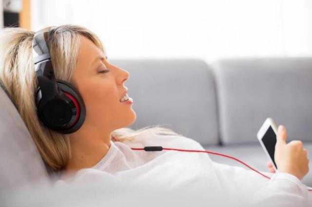 [A woman listening to music]