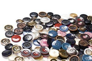 dugme2 300x200 - Erkeklerin Düğmeleri Niçin Sağdadır?