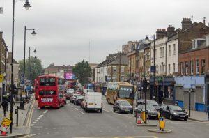 trafik3 300x198 - İngiltere' de Trafik Niçin Soldan Akar ?