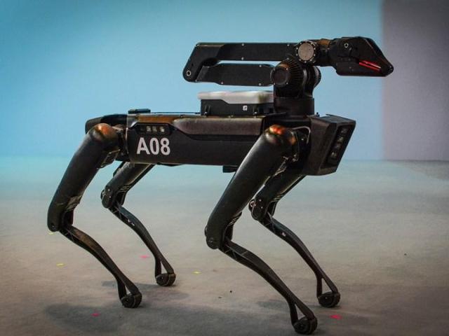 new york polis departmani uzayan kol eklentisine sahip robot kopek spotu test etmeye basladi 0 W43FZHSj - New York Polis Departmanı, uzayan kol eklentisine sahip robot köpek Spot'u test etmeye başladı