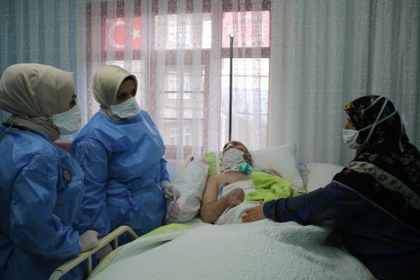 Sağlıkçıların pandemide zorlu 'evde bakım' mesaisi, OkuGit.Com - Tarih, Güncel, Kadın, Sağlık, Moda Bilgileri Genel Bloğu