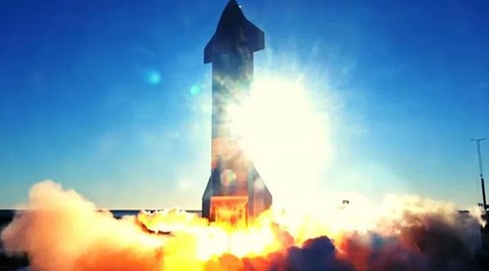 Başarılı bir şekilde göğe yükselen Starship prototipi, iniş yaptığı sırada infilak etti