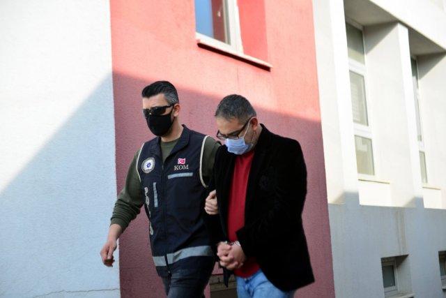 adanada musterilerin imzalarini taklit edip vurgun yapti 4 uTsHd1S6 - Adana'da müşterilerin imzalarını taklit edip, vurgun yaptı