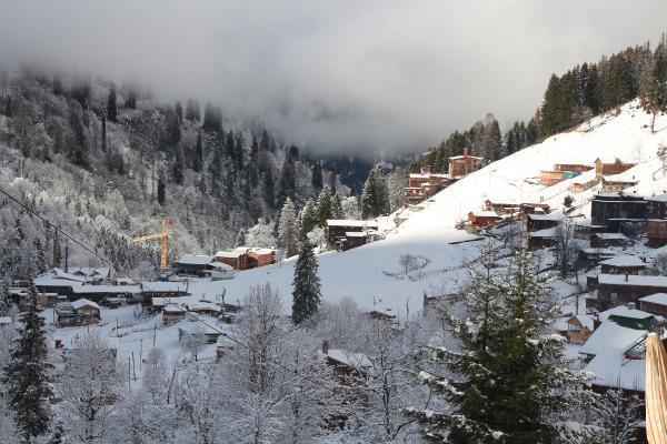 ayder yaylasi beyaza burundu tatilciler karin keyfini surdu 4 EvMzA32N - Ayder Yaylası beyaza büründü, tatilciler karın keyfini sürdü