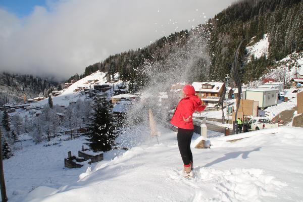 Ayder Yaylası beyaza büründü, tatilciler karın keyfini sürdü