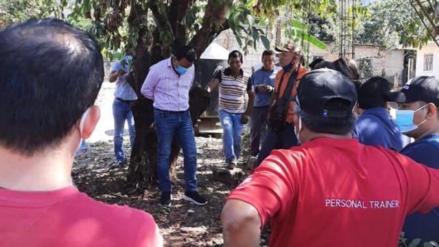 meksikada kaliteli hizmet vermeyen belediye baskani mahalleli tarafindan agaca baglandi 1 ZSl3Nrlk - Meksika'da kaliteli hizmet vermeyen Belediye Başkanı mahalleli tarafından ağaca bağlandı