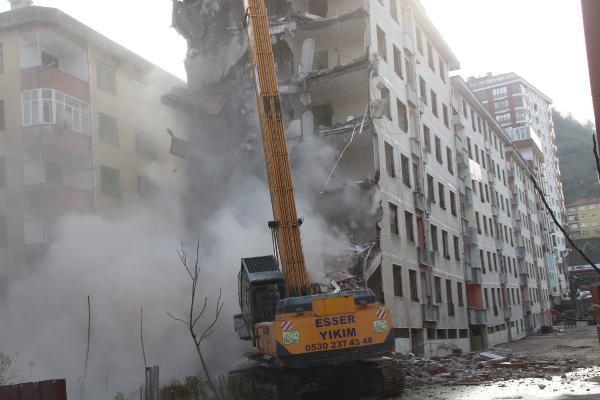 Rize'de 'Pisa Kuleleri' olarak anılan eğimli binalar yıkılıyor, OkuGit.Com - Tarih, Güncel, Kadın, Sağlık, Moda Bilgileri Genel Bloğu