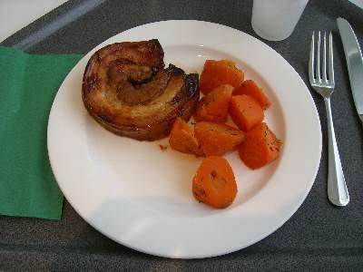豚肉の焼いたものと、野菜