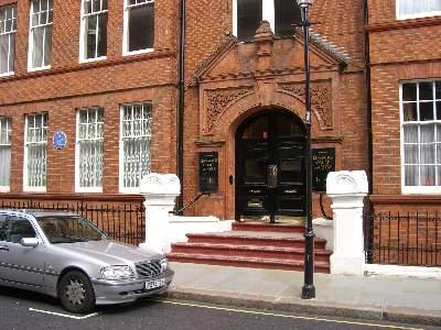 T.S. ELIOT (1888 - 1965) の住居だった家