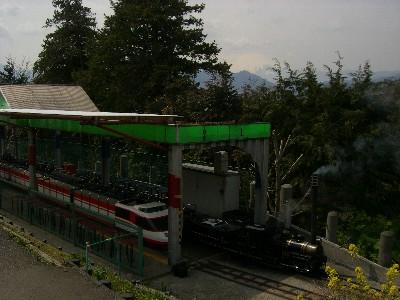 駅と富士山