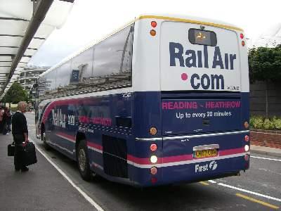Reading 行バスの車両